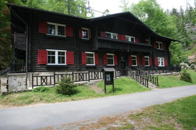 Loveck� chata Na Tok�ni - �esk� �v�carsko