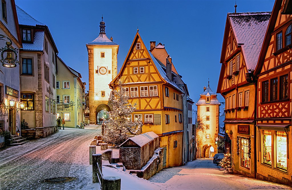 Copyright:  Rothenburg_Tourismus_Service__Plonlein_im_Winter2C_W_Pfitzin