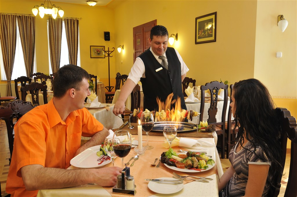 FRIED CASTLE HOTEL**** and RESTURANT - Simontornya -